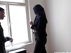 Rich muslim young gentleman Nikky Fantasy wishes to buy apartments in Prag