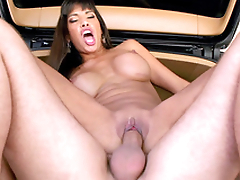 Driver gives Mercedes Carrera a ride and that babe thanks him in XXX way